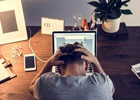۷ دلیل برای اینکه برنامهنویس بیکاری هستید!