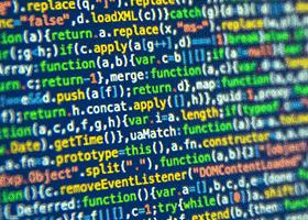 یک زبان برنامه نویسی چگونه کار میکند؟